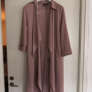 Snygg lång rosa jacka