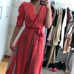 Suuuperfin klänning från H&M (nypris 599kr) använd enbart en gång på midsommar 💞