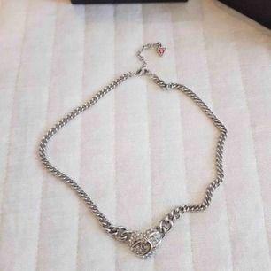 Guesshalsband 💘  kolla gärna min profil har flera smycken som matchar stil   Köparen står för frakt
