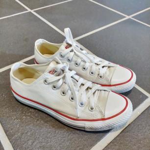 Nästintill nya Converse. Storlek 39. Säljes för 250+ frakt. Vid snabb affär delar vi på frakten ✨