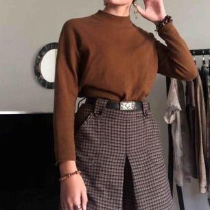 Najs brun tröja från H&M i skönt och stretchigt material. Rätt så väl använd men i fint skick! Möter upp i Stockholm :)