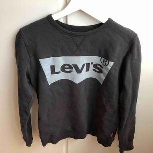Cool Levis tröja köpt på kidsbrandstore och använd fåtal gånger