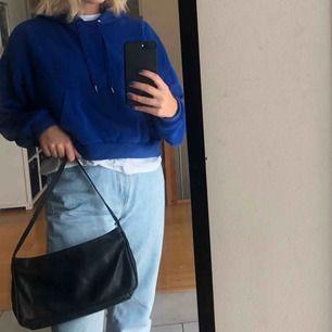 En cropped hoodie, fin blå färg som passar till det mesta💙🦋🧞♂️💦