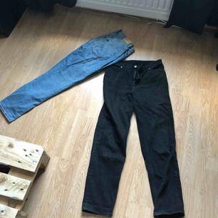 Säljer sparsamt använda jeans från Monki eftersom de inte används så mycket. Köpta för 400kr styck, men säljer båda för 350kr, eller 200kr styck. Hämtas i Borås annars står köparen för frakten. Inga repor på dem och de är fortfarande relativt nya:)