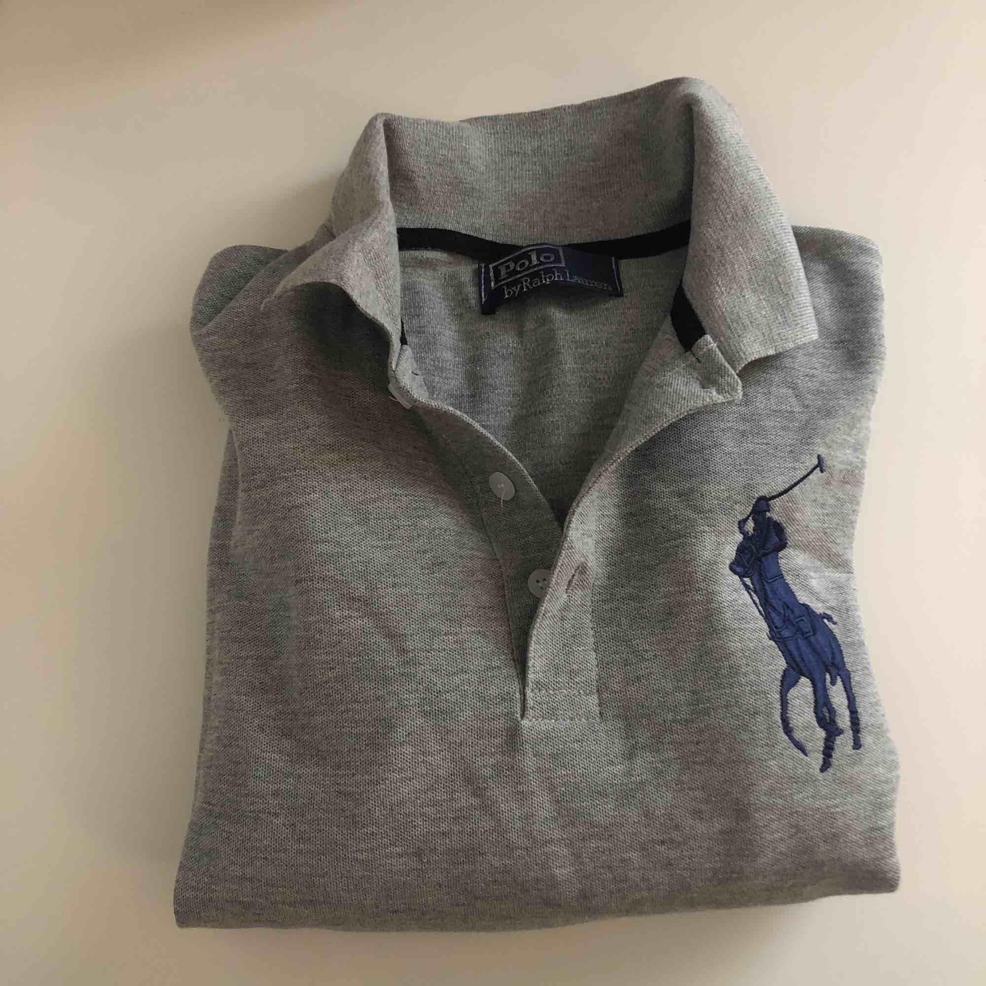 Pike klänning från Ralph Lauren ( fake ), skulle säga att den passar xs-s! Aldrig använd. Klänningar.