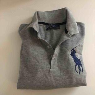 Pike klänning från Ralph Lauren ( fake ), skulle säga att den passar xs-s! Aldrig använd