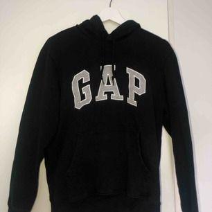 Äkta hoodie från Gap använd fåtal gånger 🖤 Frakt ingår i priset!