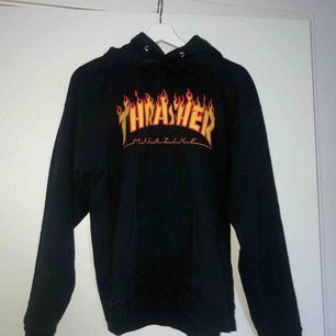 Äkta hoodie från Trasher, säljes pga ingen användning tyvärr 🖤 Frakt ingår i priset!  Kom gärna med bud!