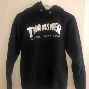 Äkta hoodie från Trasher sälja pga ingen användning tyvärr 🖤 Frakt ingår i priset!  Storlek S men känns mer som en XS