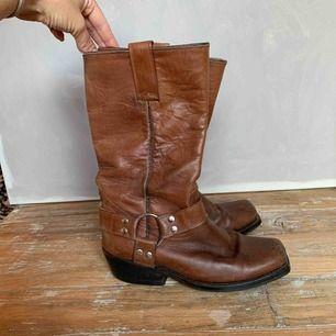 Bruna boots i äkta skinn!
