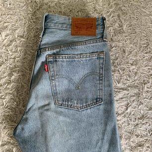 Levi's 501 jeans i bra skick bara använda ett fåtal gånger.