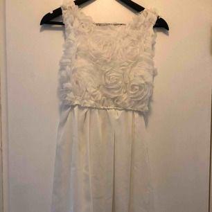 Fin vit klänning som jag köpt inför student men aldrig använt