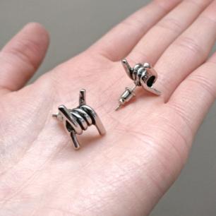 Taggtråds örhängen! 🦔⛓️ Aldrig använda! Perfekt till en edgy look 😊  Fri frakt 💌