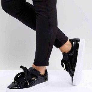 Splitternya, helt oanvända sneakers från Puma i strl 39. Skorna finns fortfarande i orginalförpackningen och två olika skosnören följer med. Priset kan diskuteras, frakt tillkommer.
