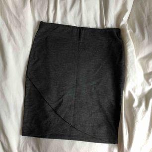 Oanvänd kjol från Gina Tricot