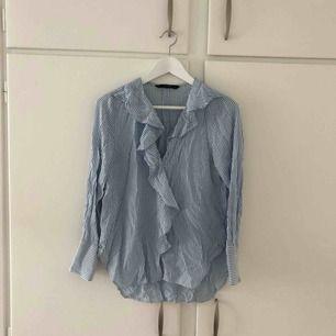 Oanvänd blus från Zara