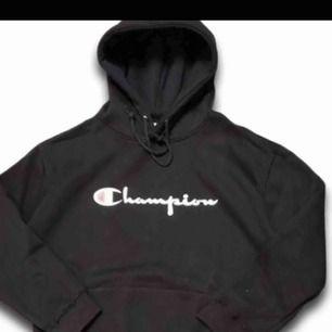 Champion hoodie utan snöre! Betalning via swish och köpare står för ev.frakt