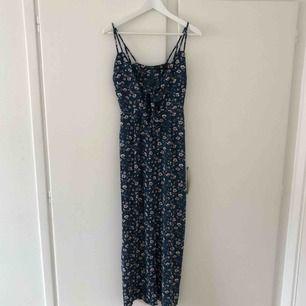 Oanvänd klänning från ASOS, passar perfekt till sommaren