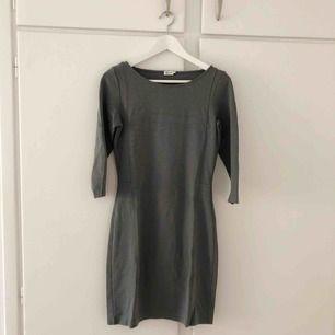 Oanvänd klänning från Filippa K, köpte denna av en annan för 300kr och har knappt rört den