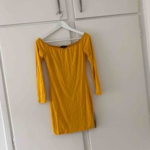 Oanvänd klänning från Missguided, väldigt stretchig och den passar mig som brukar ha storlek S