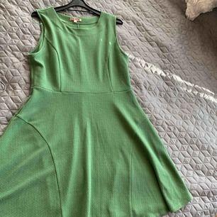 Ny klänning  storlek Large rymlig 44 Hämtas fraktas också