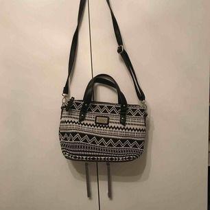 Assnygg väska men mönster! Köpare står för frakt! 🔥