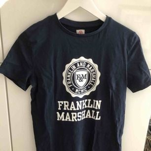 T-shirt från Franklin and Marshall Sparsamt använd