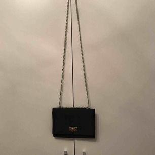 Cool liten väska! Köpare står för frakt 💕