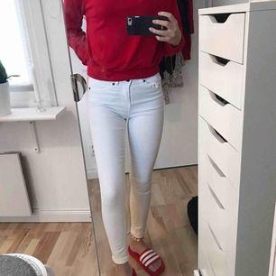 Vita jeans i nyskick, storlek 25! 💫