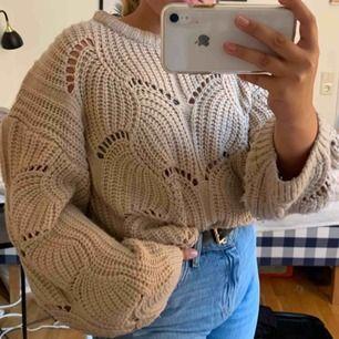 Jättefin stickad tröja från Gina. Stl M men passar även S.