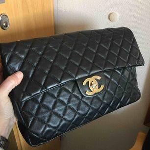 Chanel inspirerad jumbo väska Skinnimitation Spårbar frskt 63kr