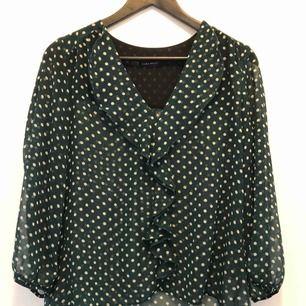 Mörkgrön blus från Zara 50 kr eller bud Hämtas i Lund eller skickas mot fraktkostnad