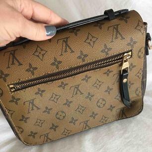 Louis Vuitton inspirerad väska Spårbar frakt 63kr