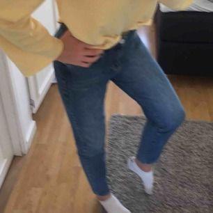 Jättefina mom jeans från Gina tricot, nypris 499kr, köparen står för frakten💖 tar swish💸📲