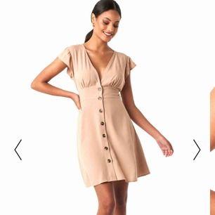 Tänkte se om det finns något intresse för denna söta klänning innan jag skickar tillbaka den. Är jättefin men har 2 likadana.