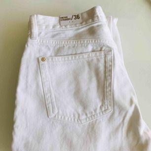 Sayana straight jeans från mango. Ny med prislappar. Köpte det 349kr och säljer för 200kr