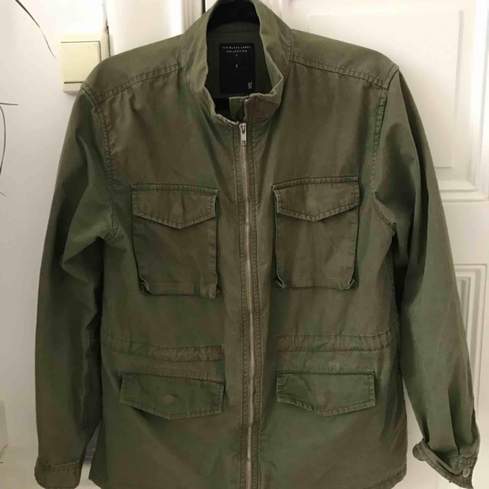 Super snygg jacka från Lager 157. Som ny då jag har två liknade gröna jackor. Köpt för 500:- . Jackor.