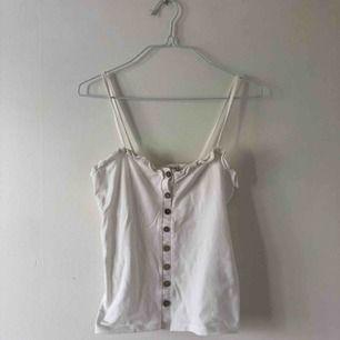 Skulle säga det även passar S, kjolen finns också på min plick, hela outfiten för 150 kr!