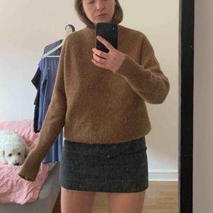 Underbar stickad tröja från Weekday. Så varm och mysig. Nypris 600. Sparsamt använd då jag har likadan i annan färg.   Finns i Malmö. Kan skicka mot att köparen betalar frakt!