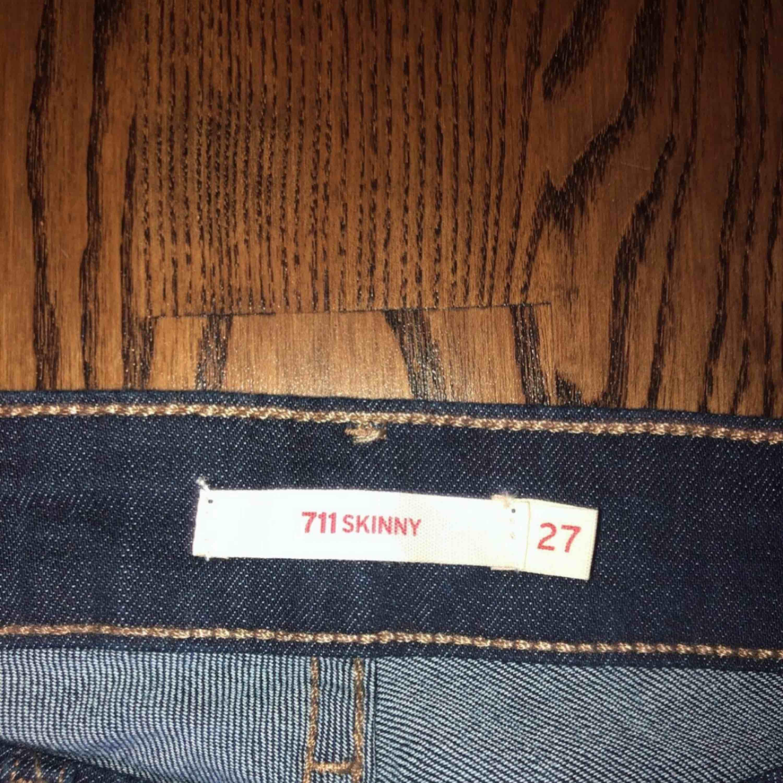 Helt oanvänds Levis jeans i modellen skinny kan mötas i Sthlm eller skicka till köparen men köparen står för frakten! . Jeans & Byxor.