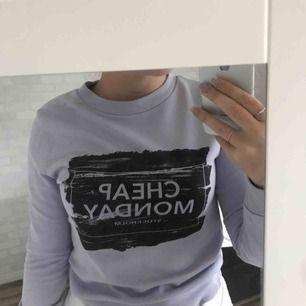 Cheap Monday tröja i fint skick då den bara är använd 1-2 gånger. lite för liten för mig.