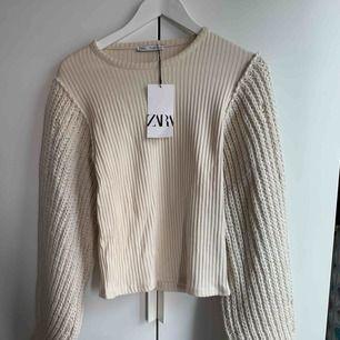 Helt ny beige tröja från zara, alla lappar kvar. Säljes då jag missade returtiden. Ordinarie pris 349.
