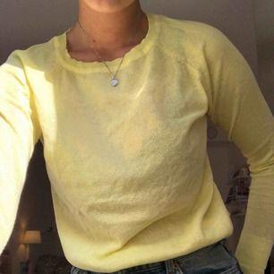 Säljer denna fina gula tröjan pga att den inte används så mycket som jag skulle vilja💛+ frakt