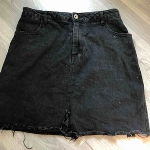 Fin svart kjol som är köpt här på plick, men tyvärr inte passade.  Frakt tillkommer