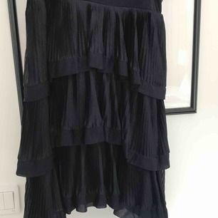 Knappt använd klänning från H&M, priset går att diskutera:)