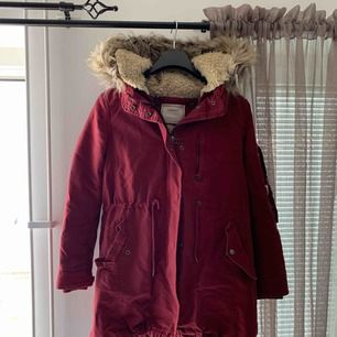 Zara parka, used lightly without damages. Size M