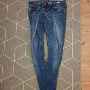 Smala jeans, köparen står för frakten!
