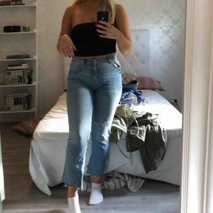 Jeans från Zara som sitter som en dröm på en. Använda väldigt få gånger då de är lite små i rumpan på mig. Frakt tillkommer