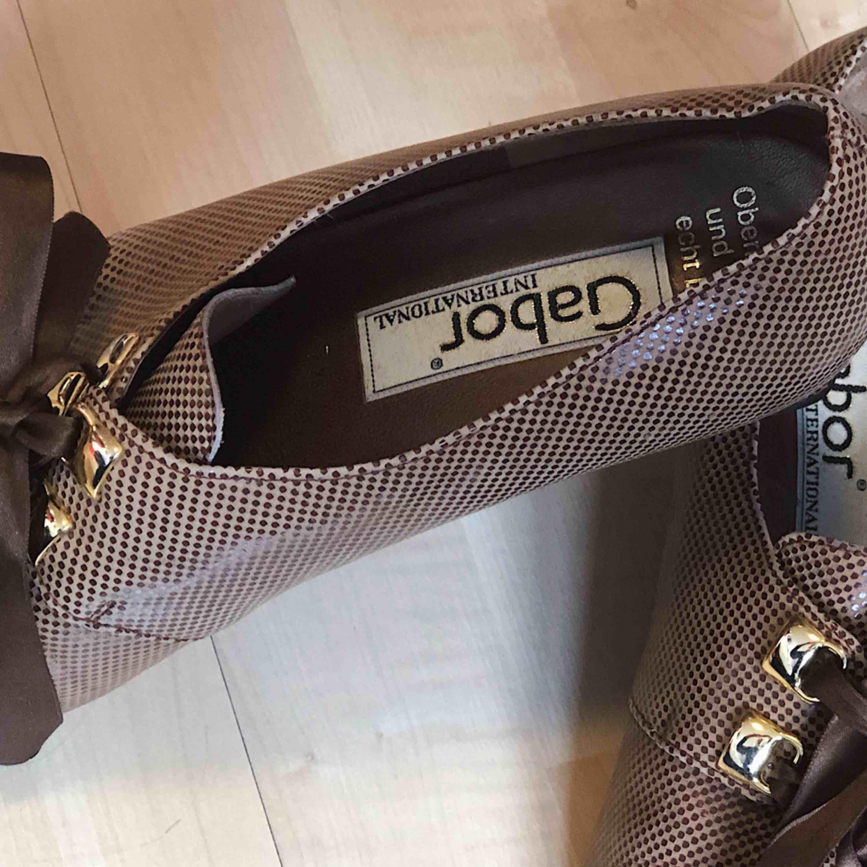 finaste skorna jag äger, tyvärr är de för stora :( jag hoppas att de hittar ett bra hem och får gå många steg i framtiden! (möts upp i stockholm☀️🌸🦋). Skor.