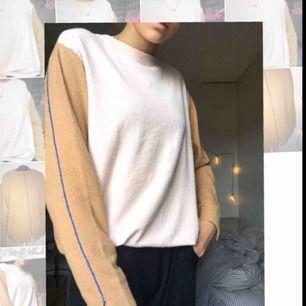 En långärmad tröja från Carin Wester. Storlek M/38 men passar på mig som vanligtvis har S/XS. Köpt för ca 200kr på Rea, nypris: 400kr. Tröjan är helt oanvänd, som ny! Hmu om du har frågor✨